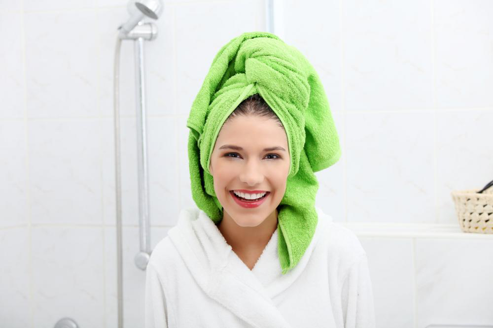 5 Tips to Use in the Shower to Keep Your Hair Shiny and Strong